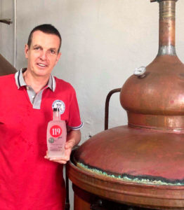 Manuel Blasco con la 119 London Dry Gin